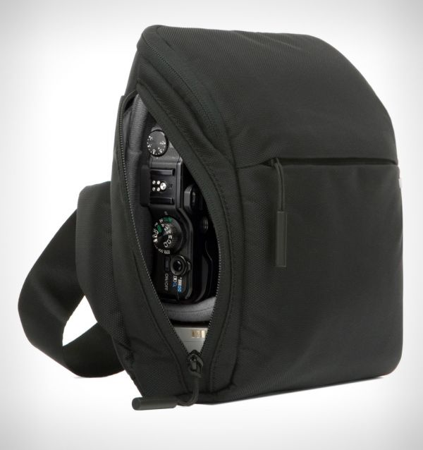 Incase Point and Shoot Camera Field Bag - Black CL58066 Bags 99.95